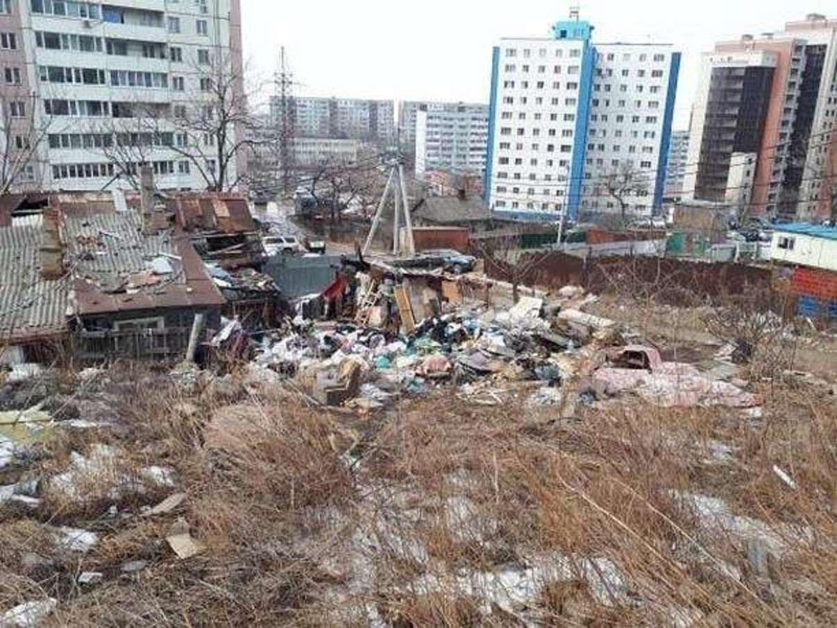 Граждан Владивостока терроризирует «странная» женщина