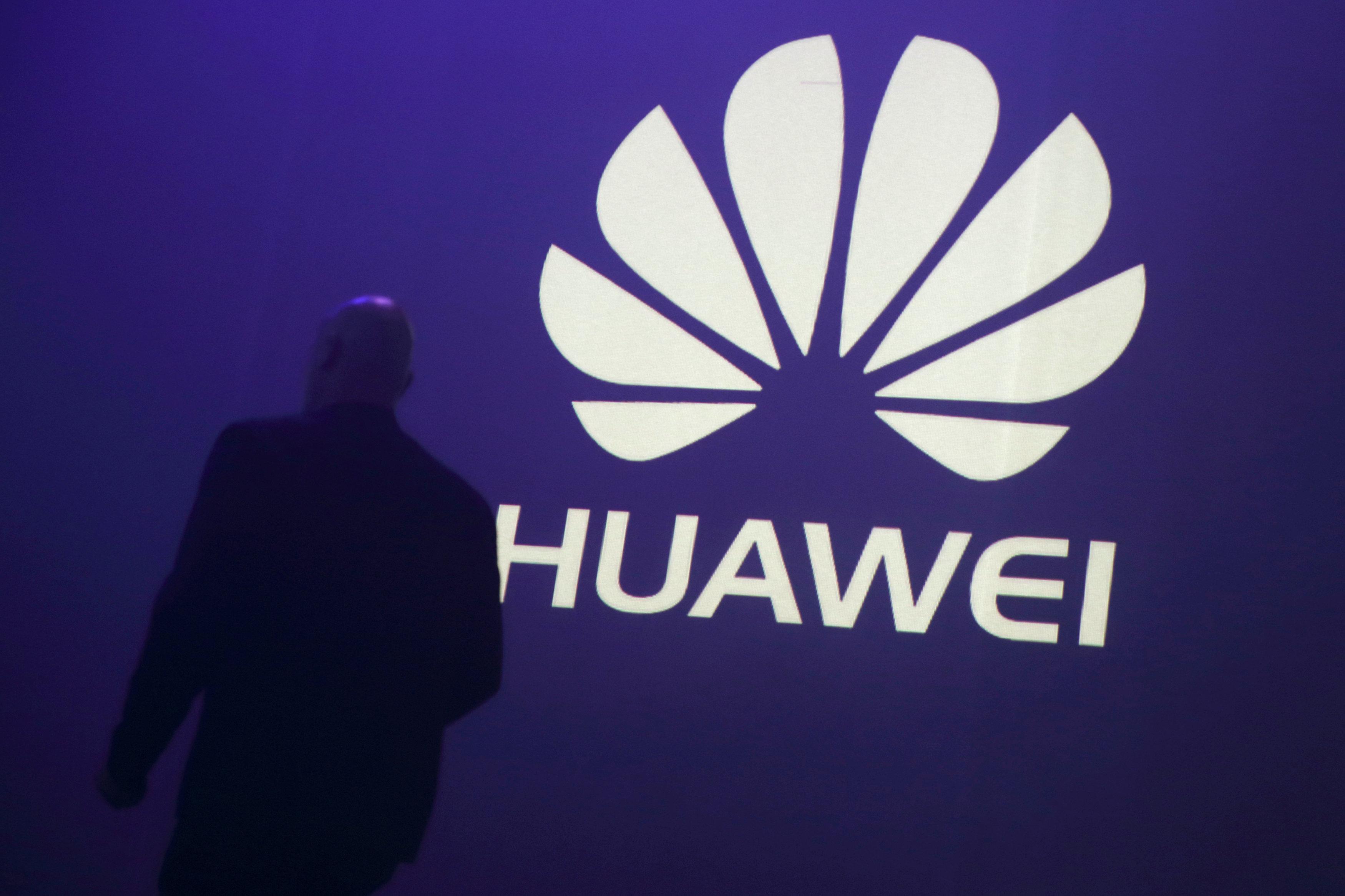 Китайский Huawei впервый раз опередил Apple попродажам телефонов в Российской Федерации