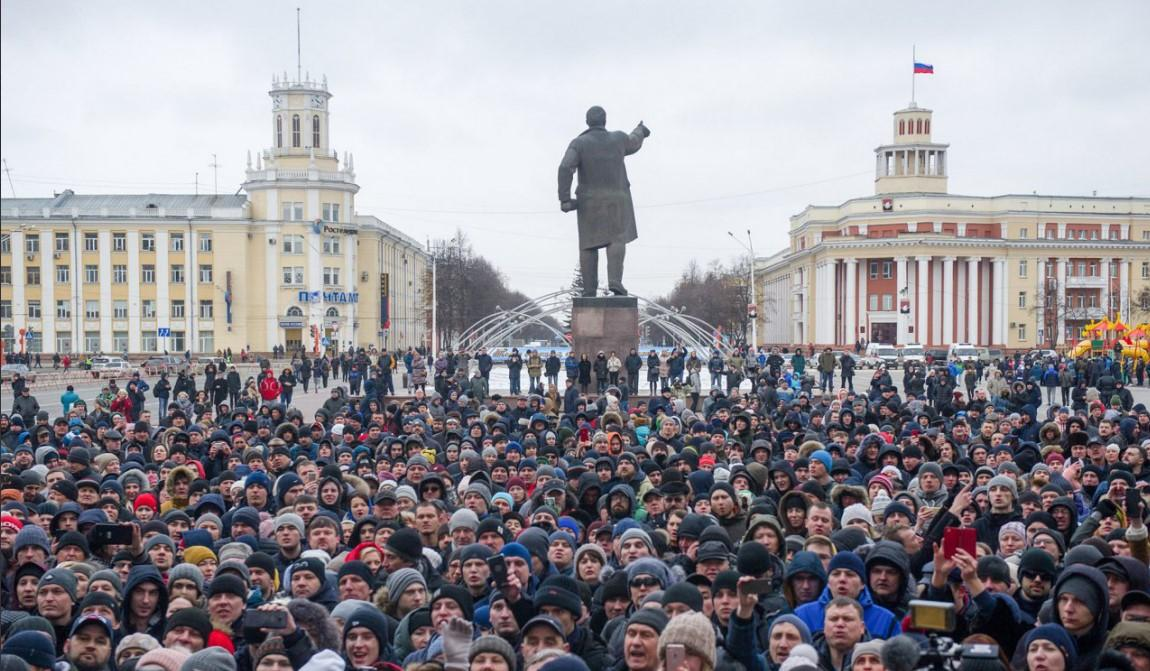 СКпопросил очевидцев возгорания вТЦ вКемерове рассказать обувиденном следователям