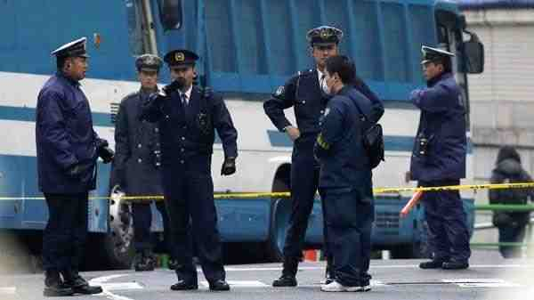 В Японии самолёт уронил свою деталь на жилой дом