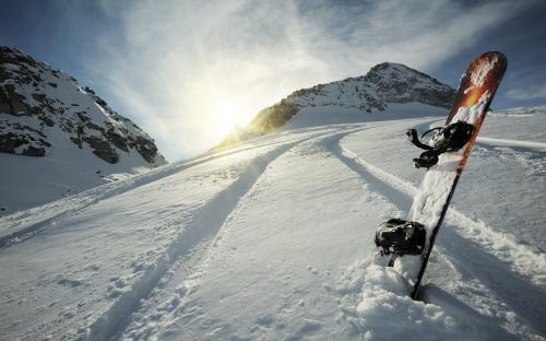 В Якутии полуобнажённая девушка в -20 градусов устроила фотосессию на сноуборде