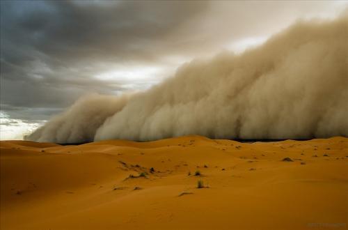 Африканская пыльная буря покрыла остров Крит