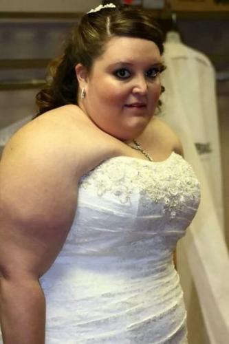 Девушка похудела в два раза после просмотра фото со своей свадьбы