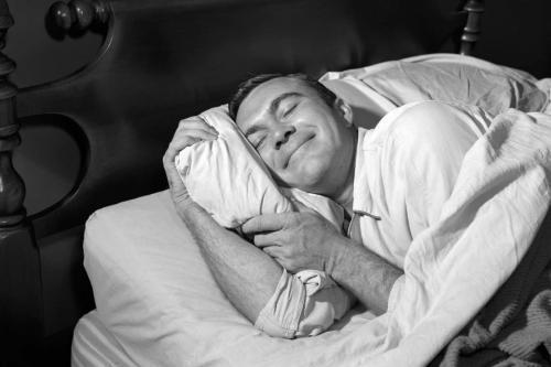 «Будили два часа»: В Кургане должник заснул в кабинете у пристава