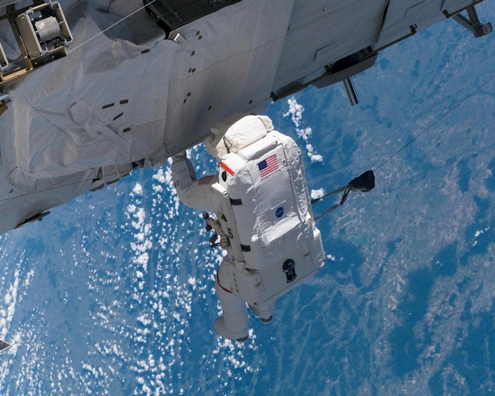Грузовик Dragon доставит на МКС приборы для изучения бурь на Земле