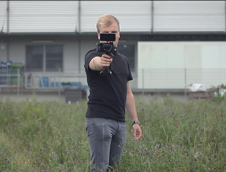 Камера сискусственным интеллектом бьет током фотографа