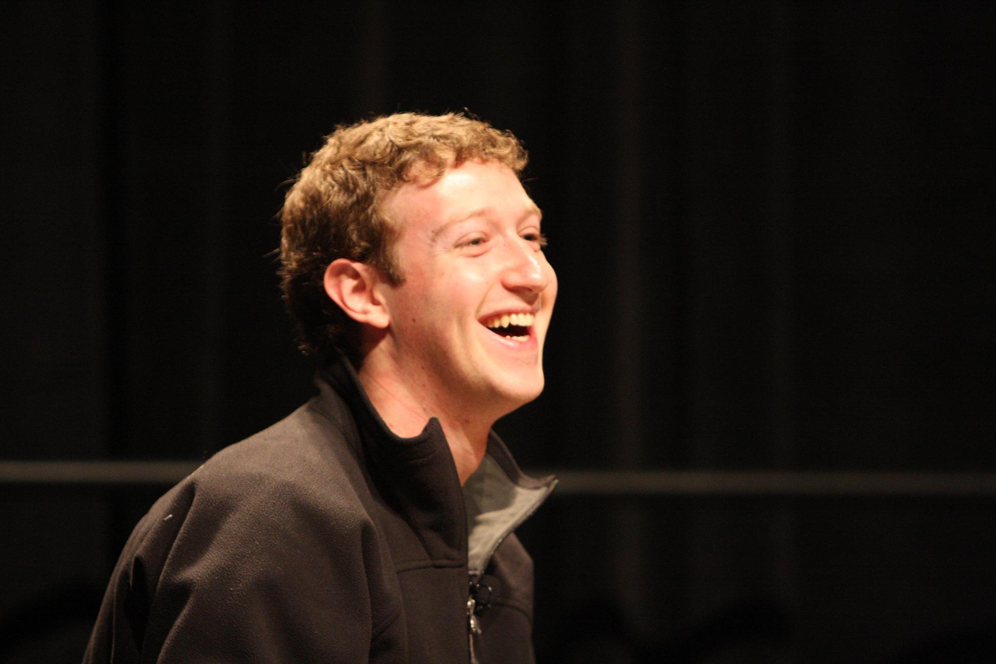 Фейсбук проверит страницы более известных пользователей