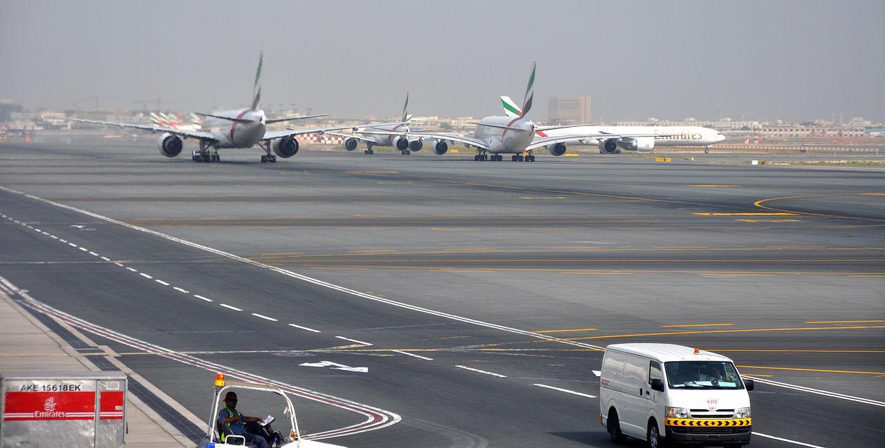 Группа русских туристов двое суток неможет вылететь изДубая