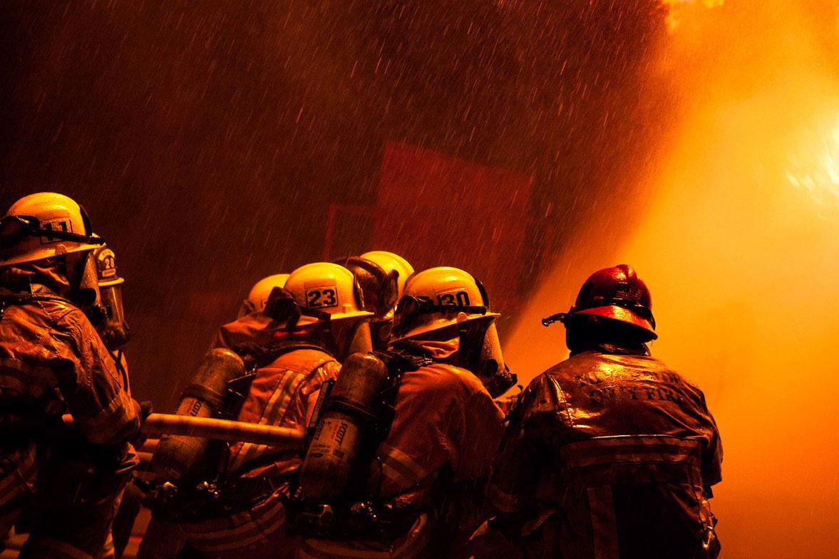 Пожар произошел натерритории склада врайоне Марьина роща