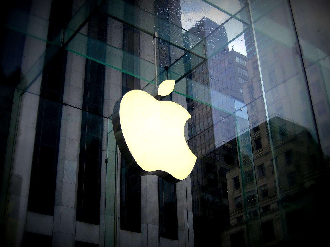 Apple будет увольнять сотрудников заутечку информации