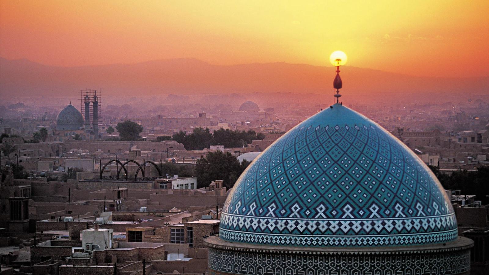 Лидер Ирана: Трамп, Мэй иМакрон— правонарушители