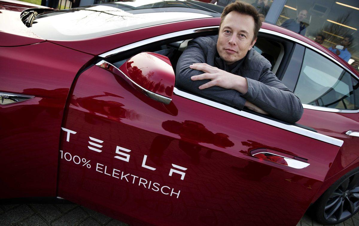 Илон Маск чрезмерную автоматизацию завода Tesla назвал ошибкой