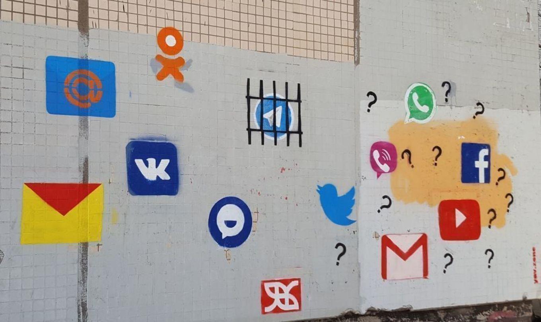 В северной столице нарисовали граффити, посвященное блокировке Telegram