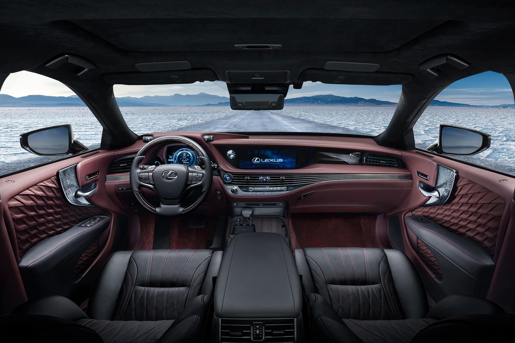 Новый хэтчбэк Лексус  CTбросит вызов Tesla Model 3