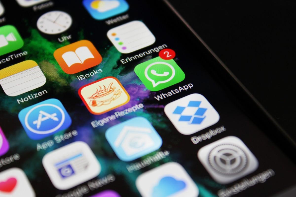 WhatsApp позволил повторно загружать всевозможные удалённые фото иролики