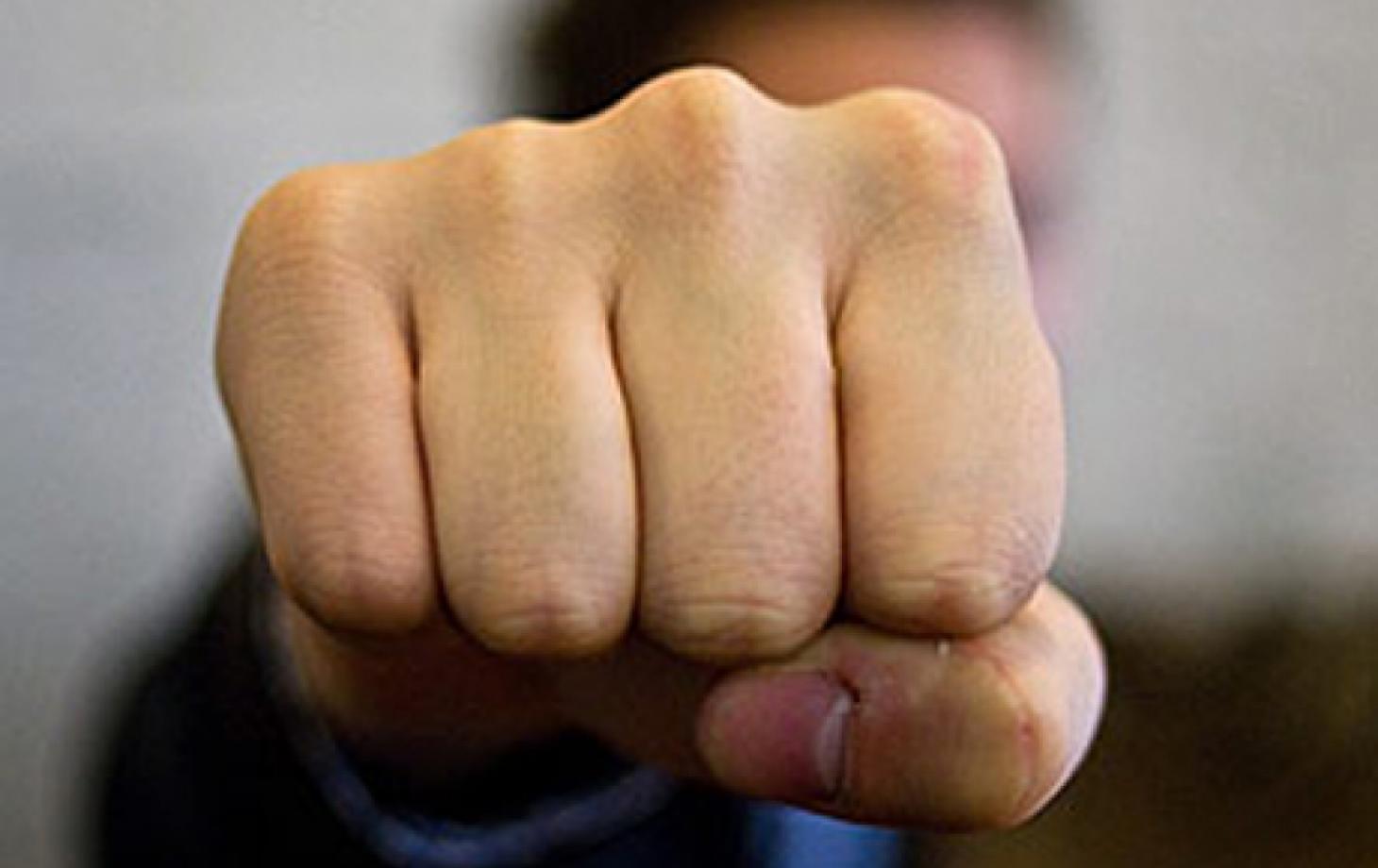 Депутата государственного совета Чувашии избил хулиган вподъезде