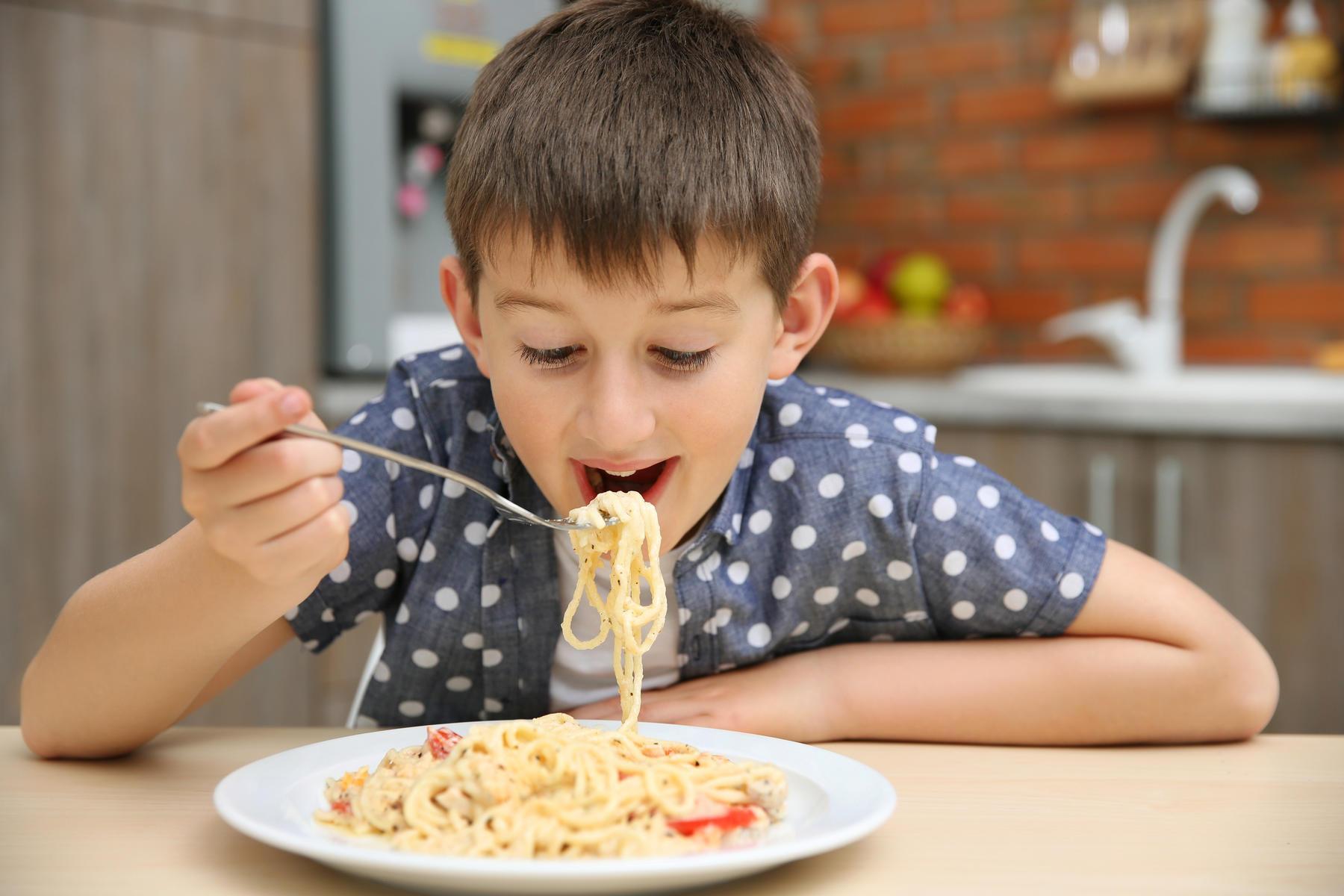 ВЭнгельсе родители кормили ребенка объедками измусорных баков
