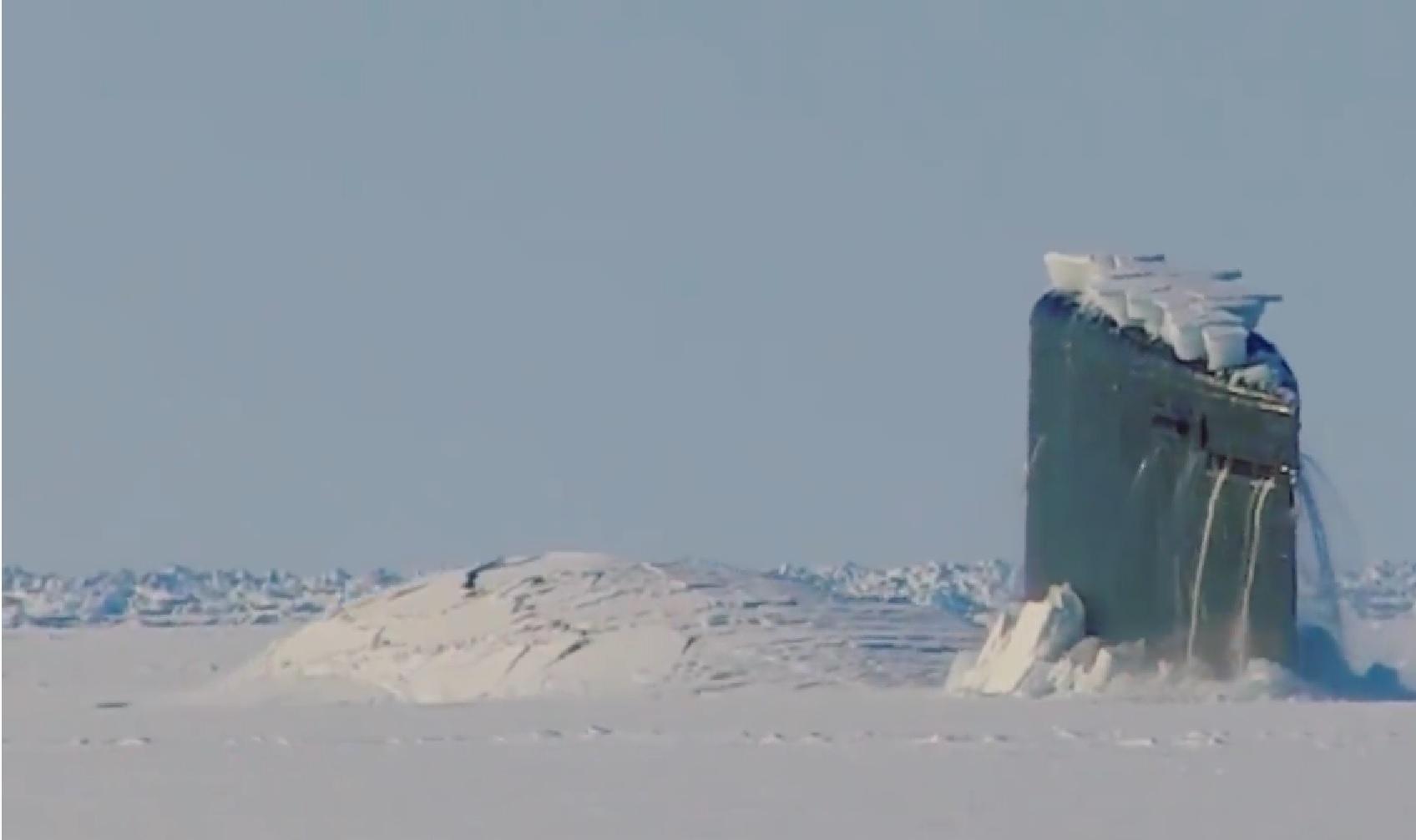 Вweb-сети появилось видео, как североамериканская подлодка пробила лед вАрктике