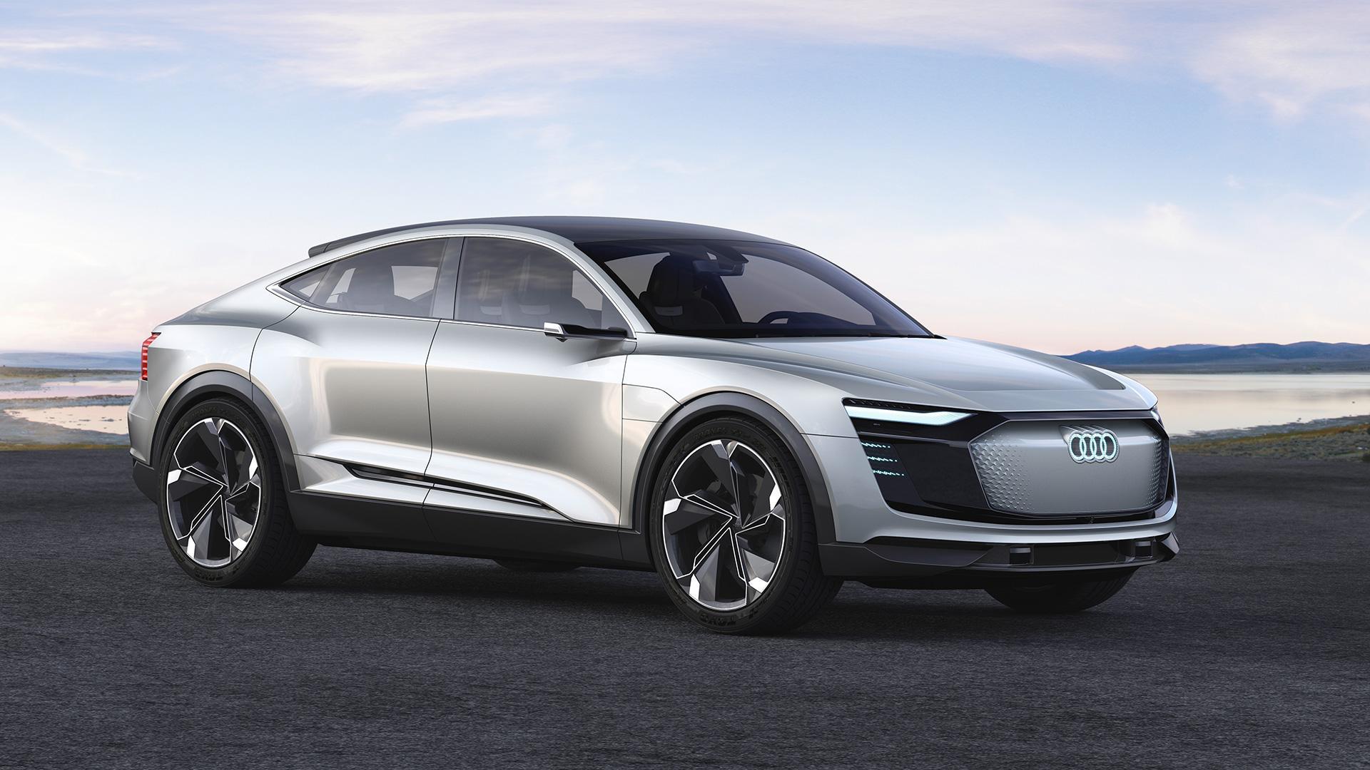 Электрокар Ауди e-tron сумеет заряжаться скорее Tesla