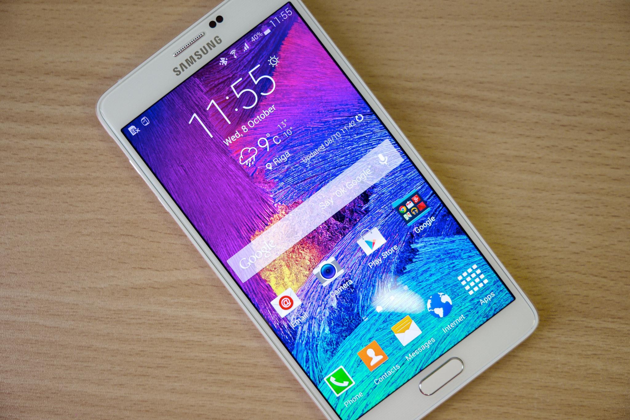 Эксперты назвали 12 самых популярных смартфонов в России