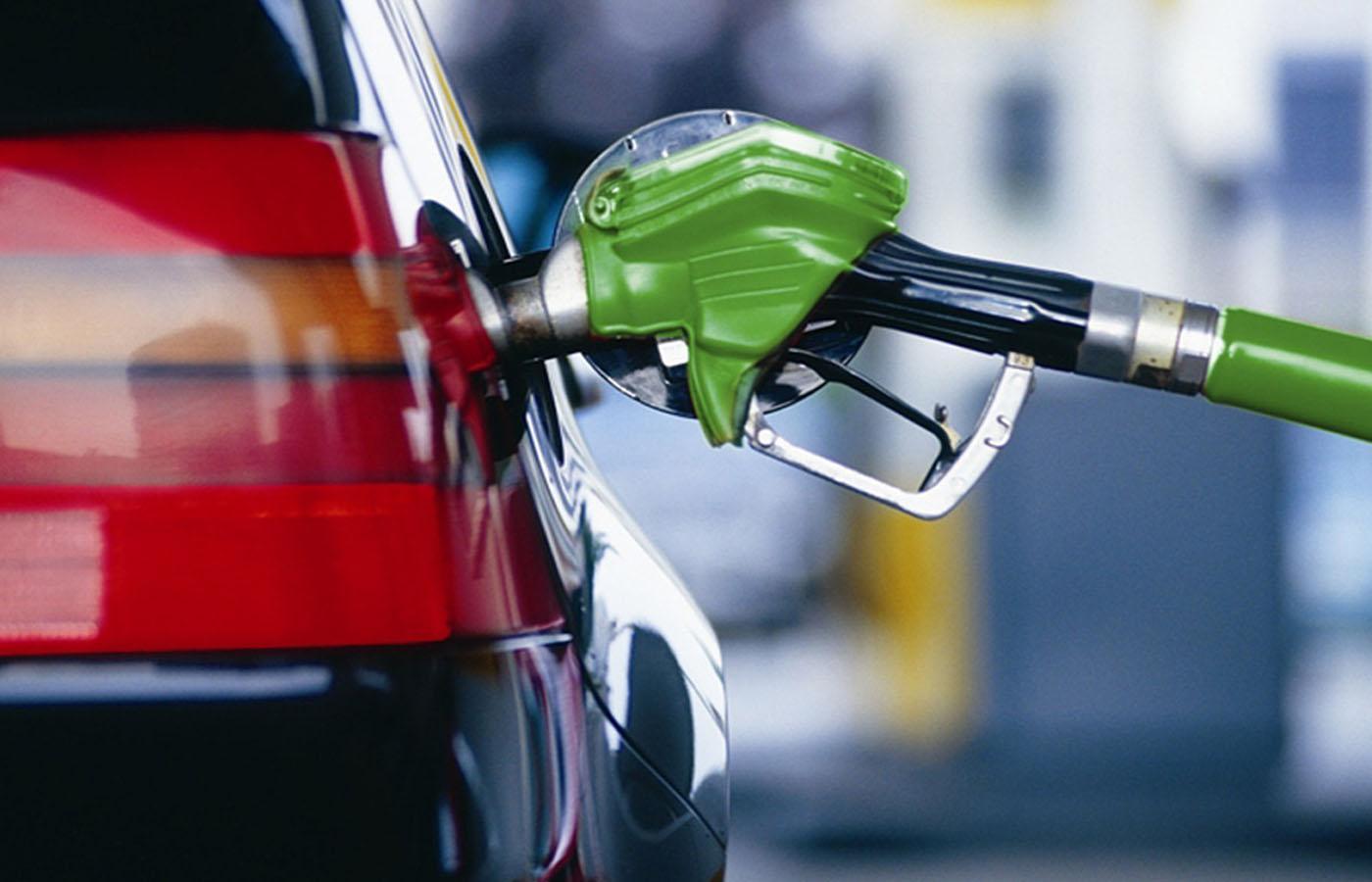 Специалисты прогнозируют еженедельное повышение цен набензин