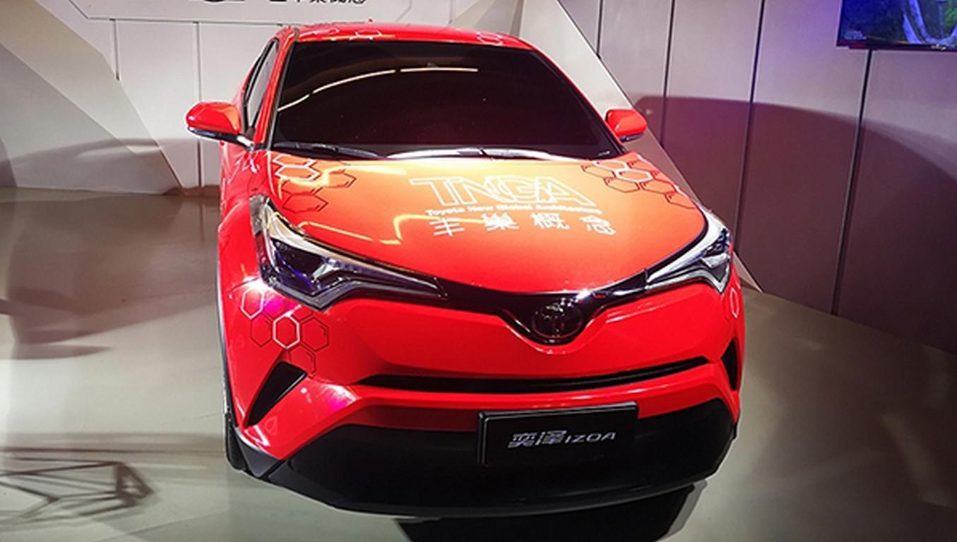 Toyota выводит нарынок новый компактный кроссовер IZOA