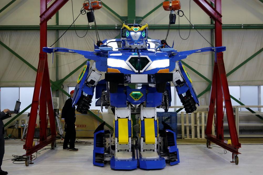 Японские инженеры показали робота, трансформирующегося вавтомобиль