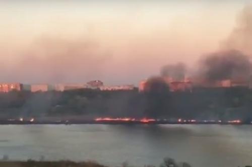 Мусор привел к пожару в 1 га на Солнечном острове Краснодара