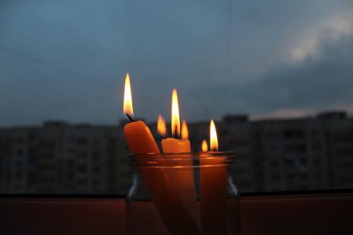Жители 10-этажки в Ростове третьи сутки живут без света и горячей еды