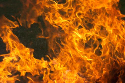 В Архангельске загорелся торговый центр
