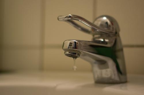 В Новосибирске «Почта России» начала брать комиссию при оплате счетов за воду