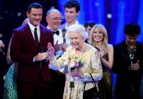 Елизавета II закатила глаза во время поздравительной речи Принца Чарльза в честь 92-летия