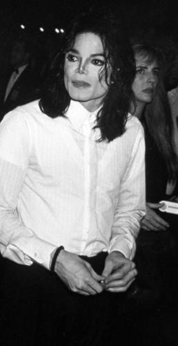 Туфли Майкла Джексона от первой «лунной походки» продадут на аукционе