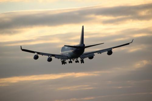 В самолете Air India в полете треснуло стекло иллюминатора