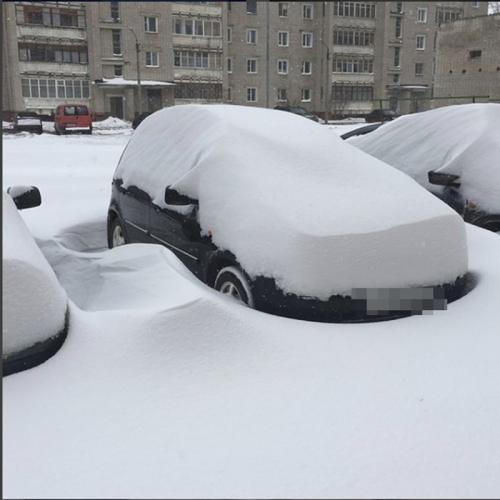 В Кирове посередине весны вновь снежный апокалипсис