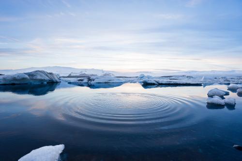 NASA нашли во льдах Арктики очень странные воронки