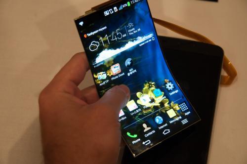 Samsung выпустит гибкий смартфон с тремя экранами