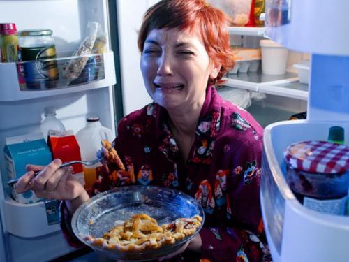 Диетологи назвали продукты, которые запрещено есть на ночь