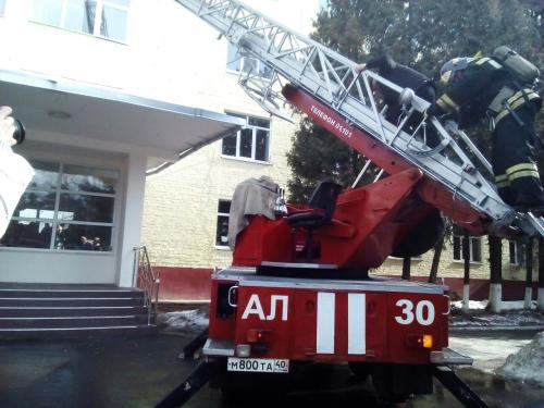 В Клинцах из больницы эвакуировали около 300 человек