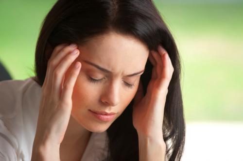Ученые обвинили гормон в частых головных болях у женщин