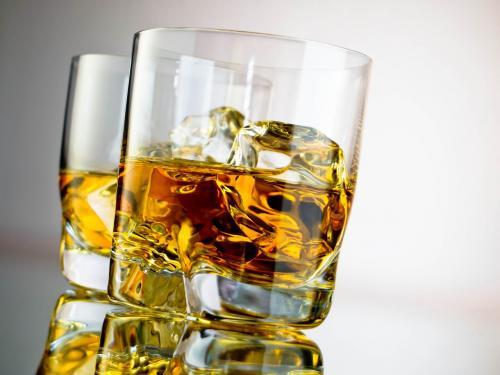 Ученые: Один алкогольный напиток в день повышает риск рака ротовой полости