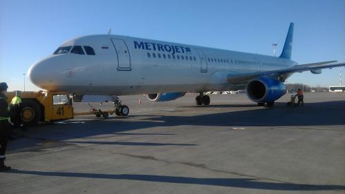 В Домодедово задержали вылет из-за столкновения самолета с буксировщиком