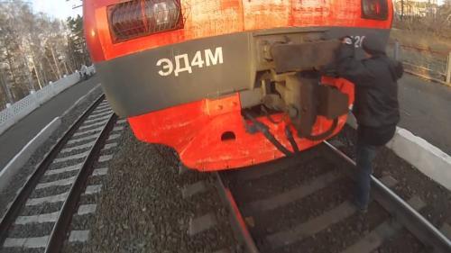 Двое парней-зацеперов пострадали от прыжка на станции Колодищи