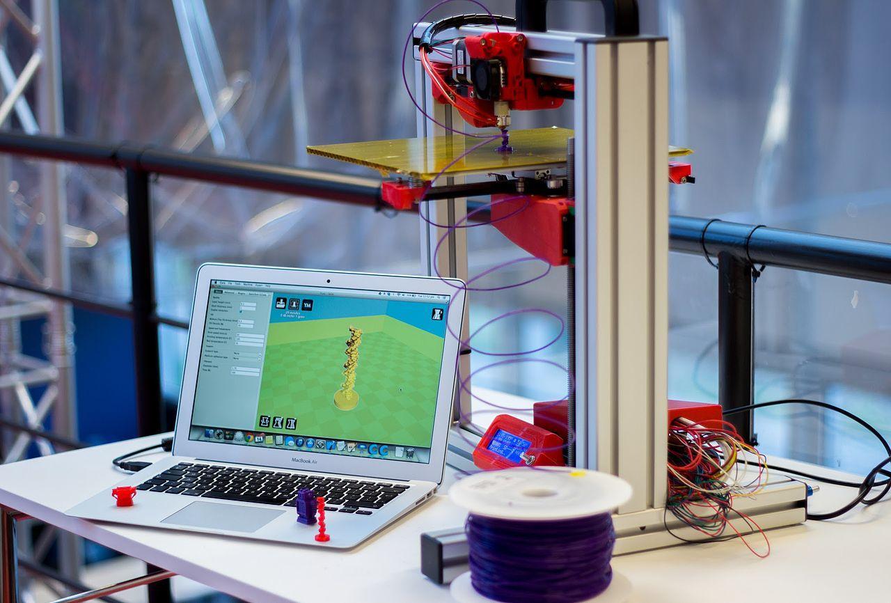 Мехатроник вПетербурге разработал домашний 3D-принтер для детей