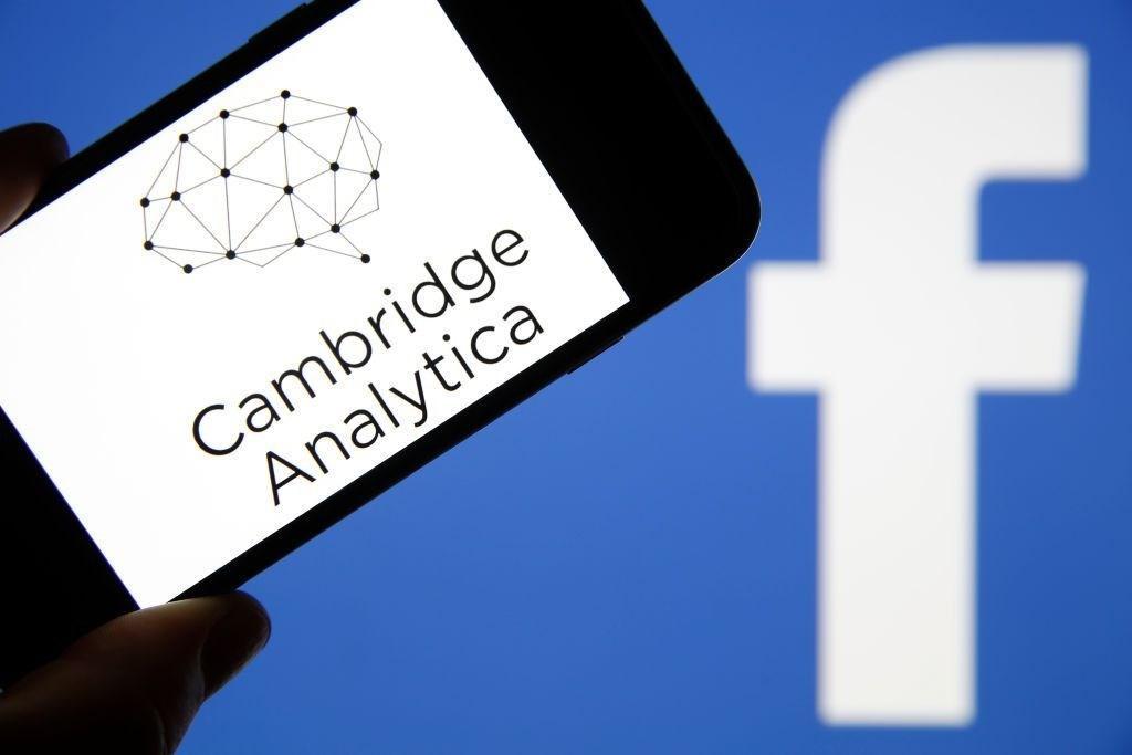 Компания Cambridge Analytica объявила озакрытии— Скандал вокруг социальная сеть Facebook