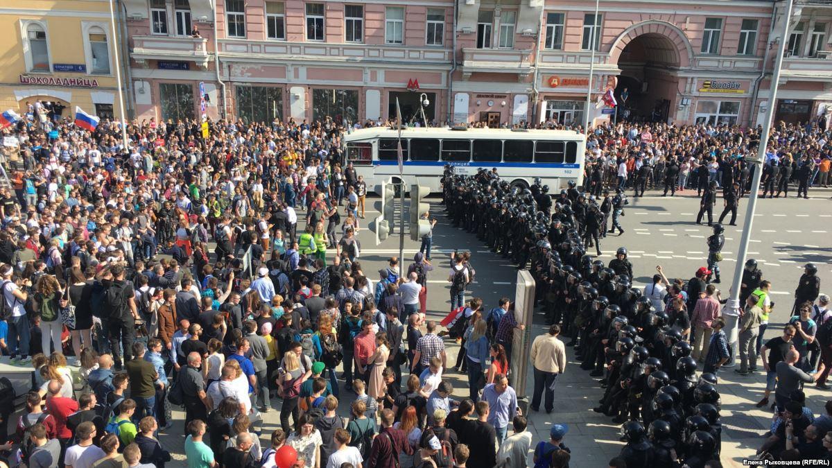 Блогер пожаловался наблокировку мобильной связи намитинге Навального