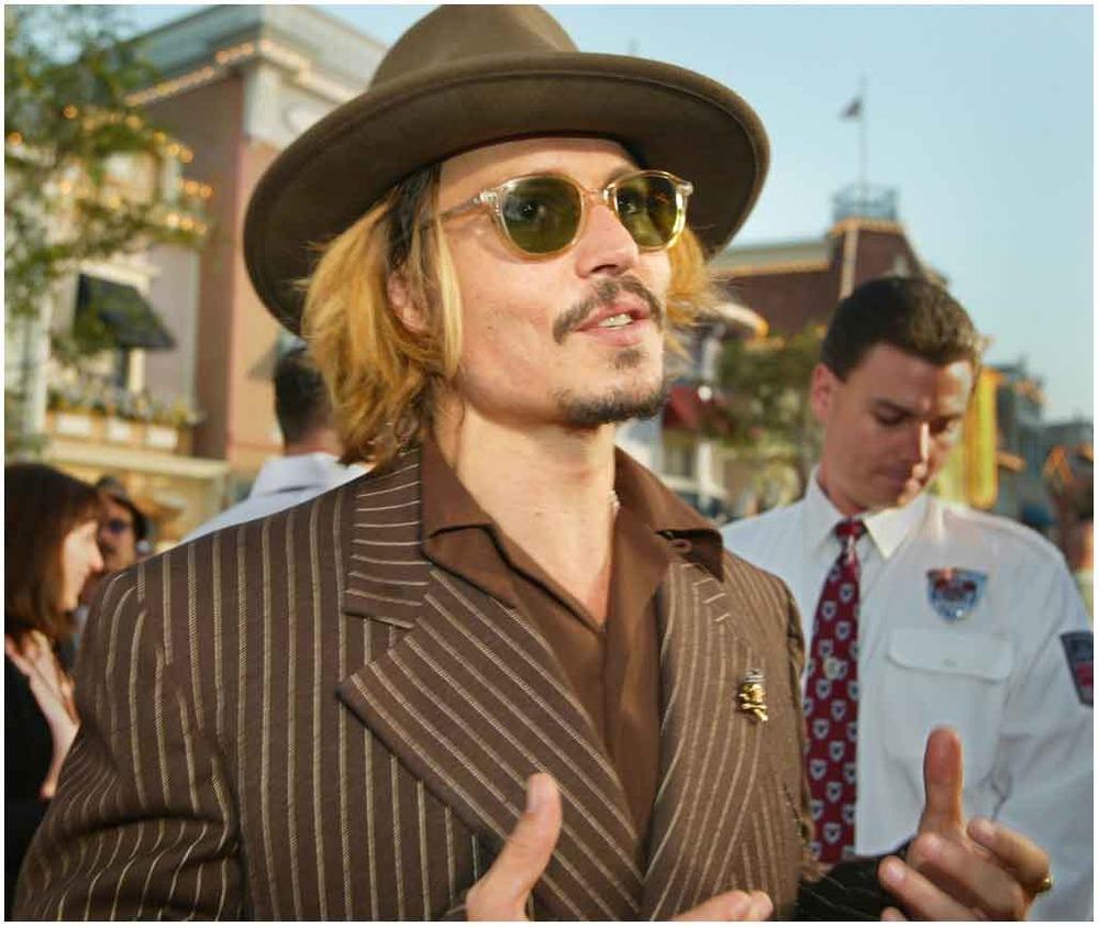 Нетрезвый Джонни Депп набросился на ассистента вцентре Лос-Анджелеса