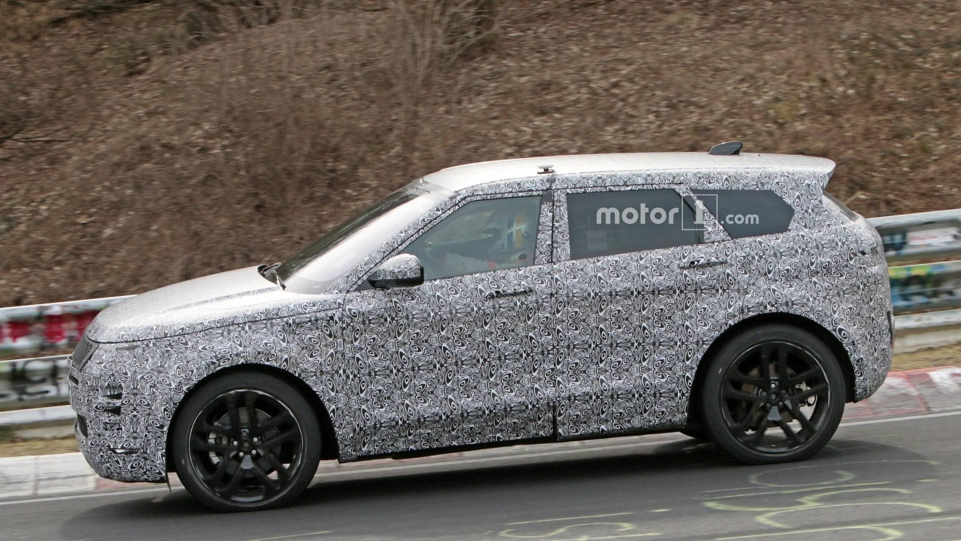 Обновлённый Range Rover Evoque был замечен натрассе Нюрбургринг
