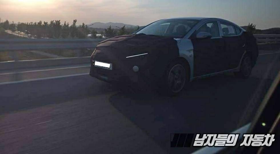 В сеть поали фотографии обновленного Hyundai Elantra