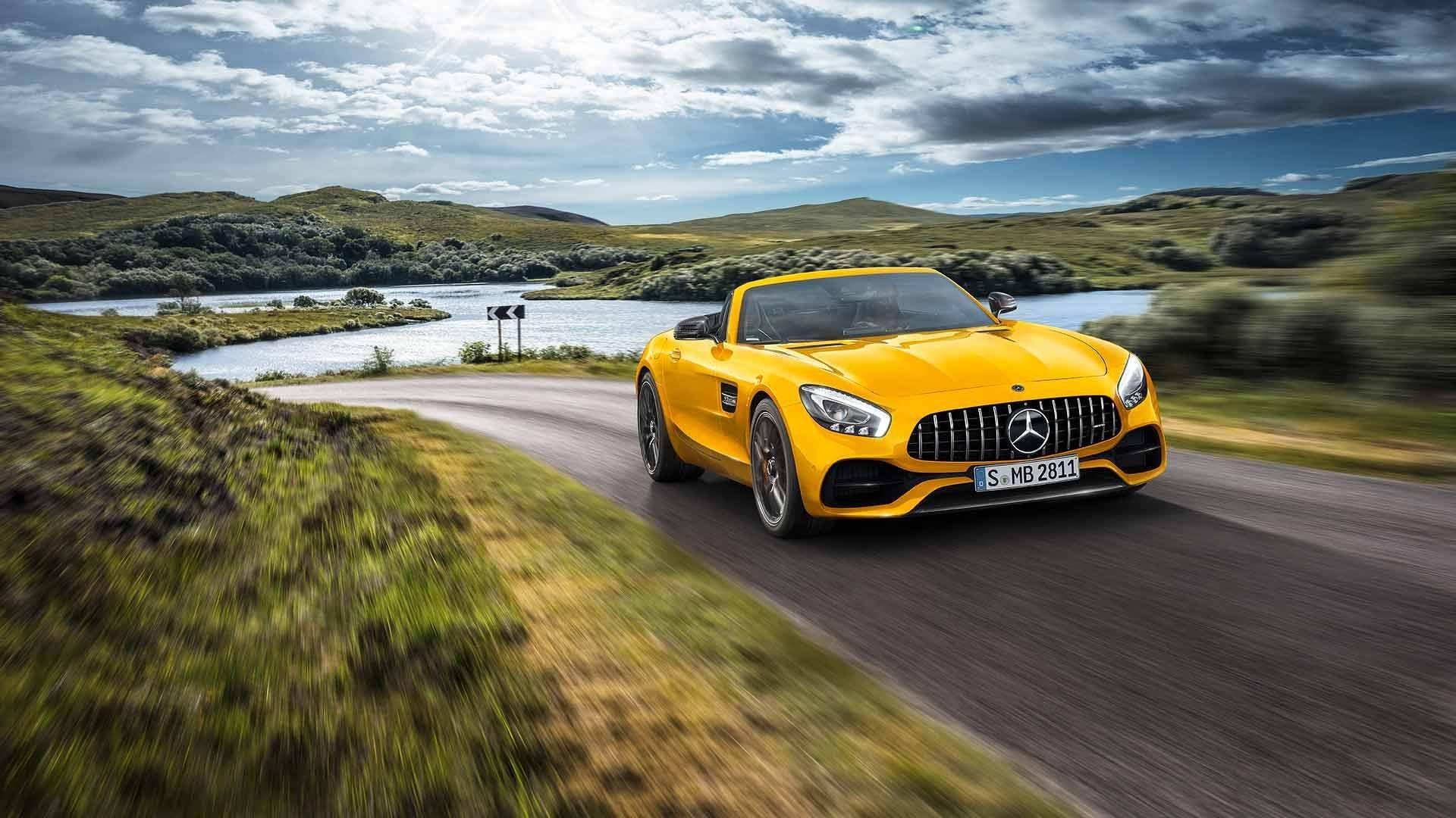 Дрэг-гонка: шестиколесный вседорожный автомобиль исуперкар Mercedes-AMG
